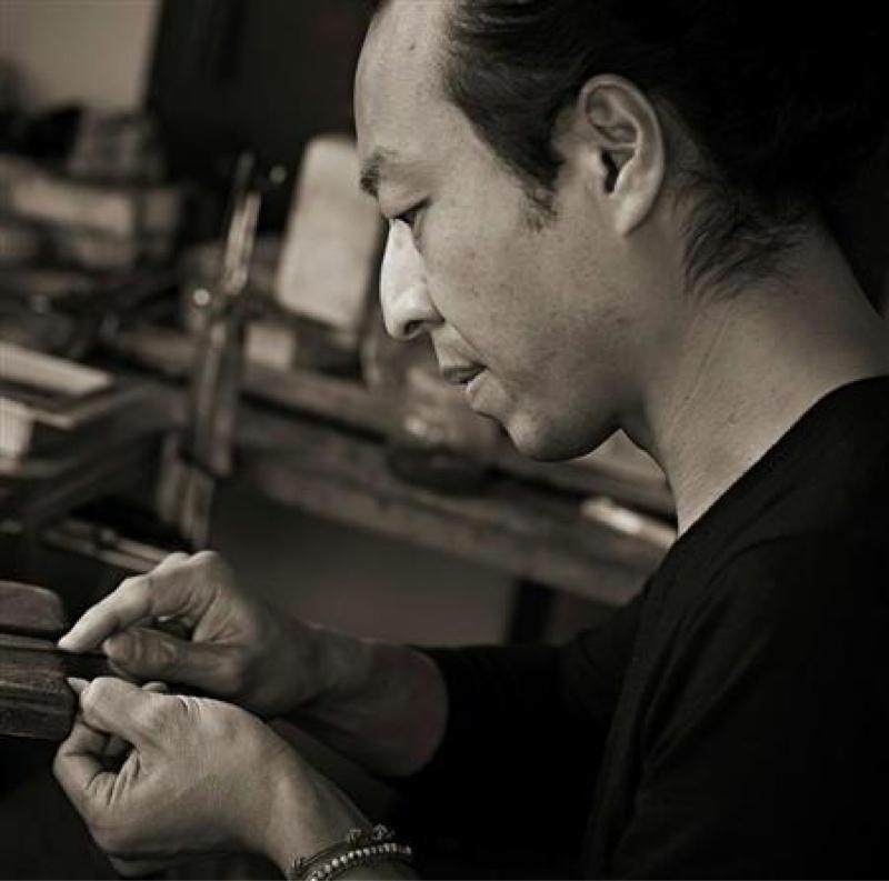 元旦、羽根の彫金作家 秋濱克大さんがゲストです。