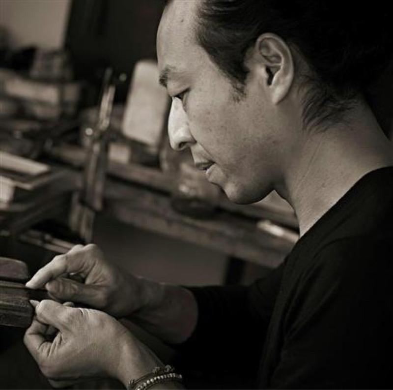 個展開催中 羽根の彫金作家・秋濱克大さん。③