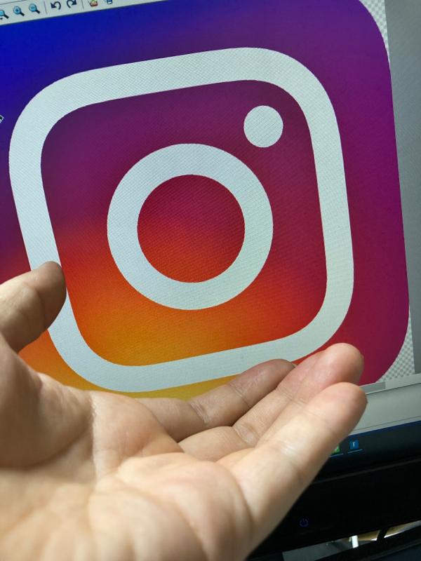 Instagramストーリーをパソコンから投稿するようになったら楽しくなってきたという話