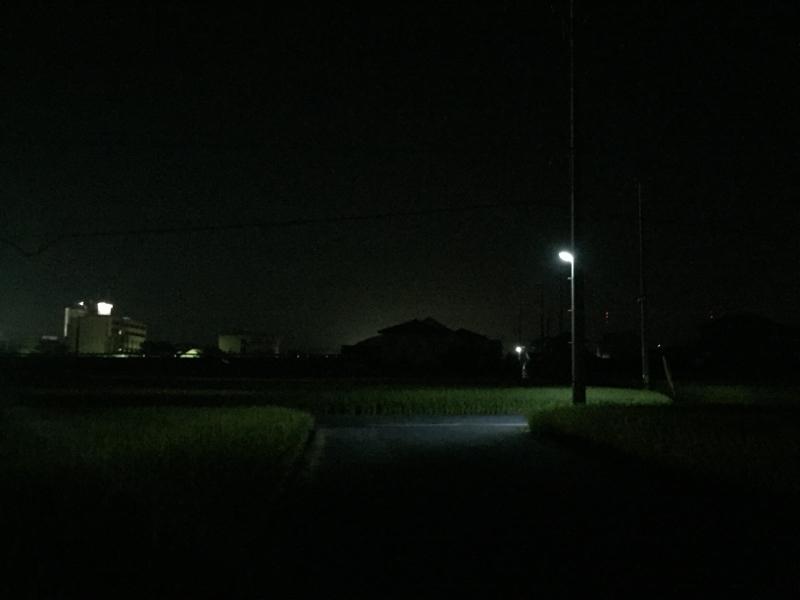 田舎の夜は笑うくらいに暗い