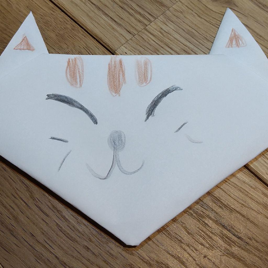 #153 折り紙で小さい猫の顔作った