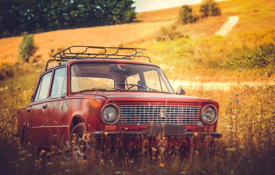 埋立地の車