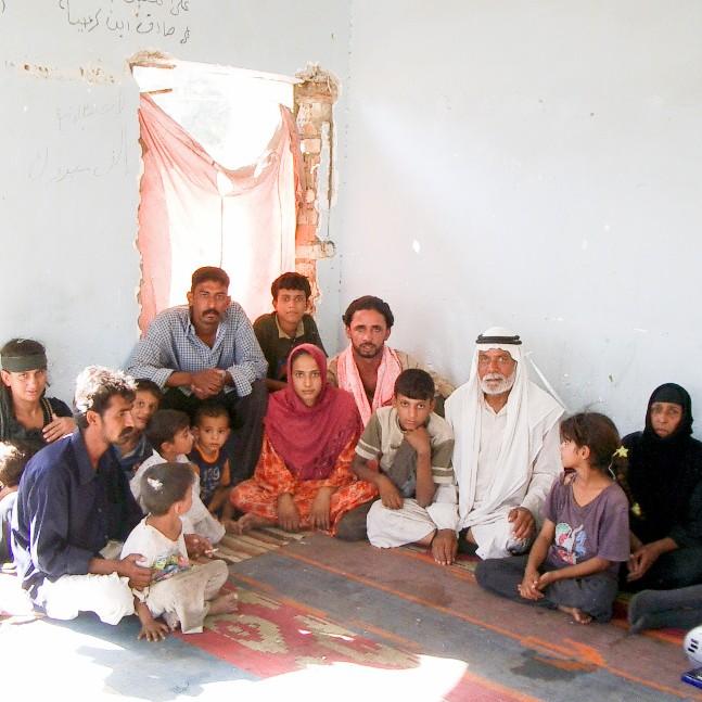 イラクのガジャル(ジプシー) ‹1› 廃墟に住んでいた家族