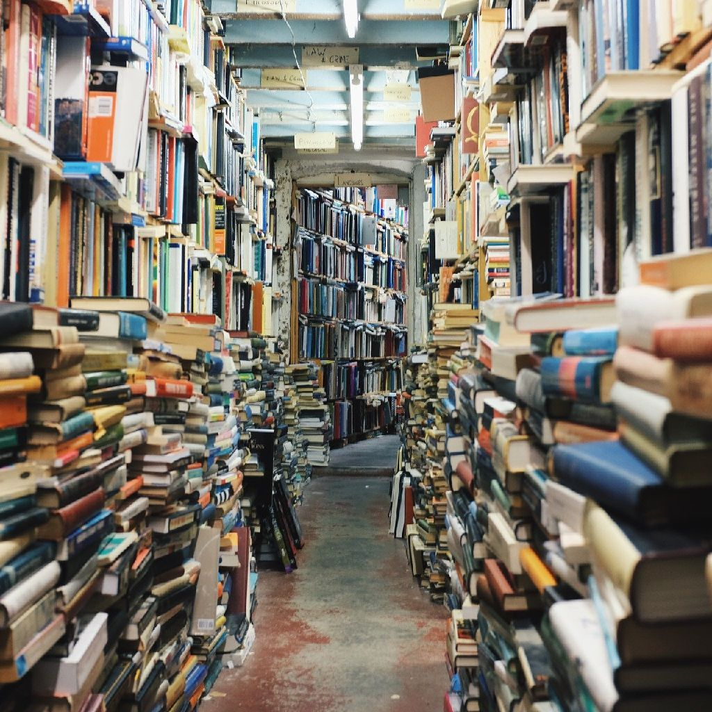 #006 本棚に沢山の本だな〜って話。
