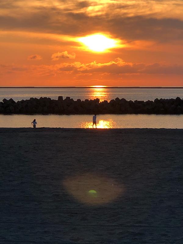 今日は外から 夕陽を撮る練習で地元の海岸からお喋り