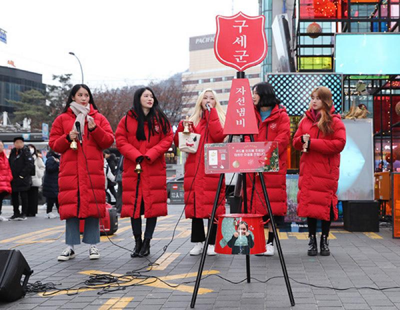 #56 韓国のシンボル的な年末風景。赤い慈善ナベ、募金キャンペーン