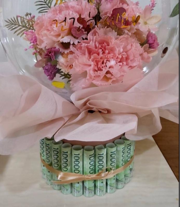 #95 韓国チック!現金入り花束はかなりポピュラーな贈り物