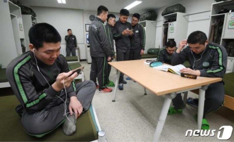 #121 韓国軍人ライフ、スマホの持ち込みOKによる変化