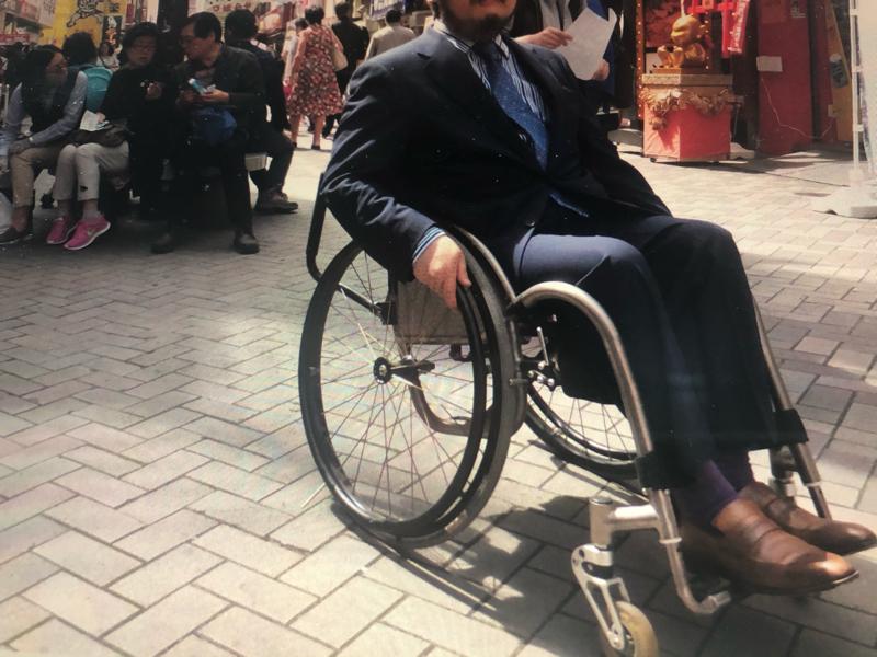 #080車椅子の障害者が見せないもの