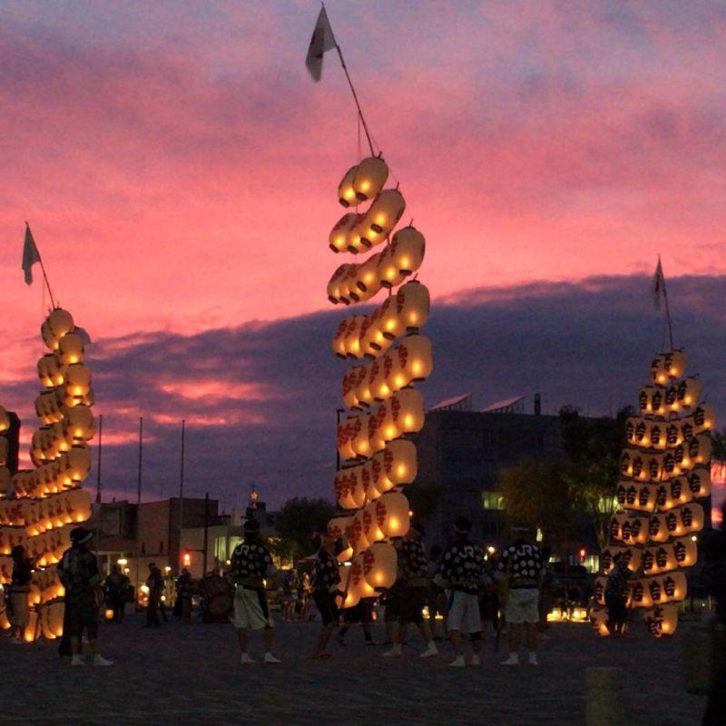 夕焼けと竿燈。