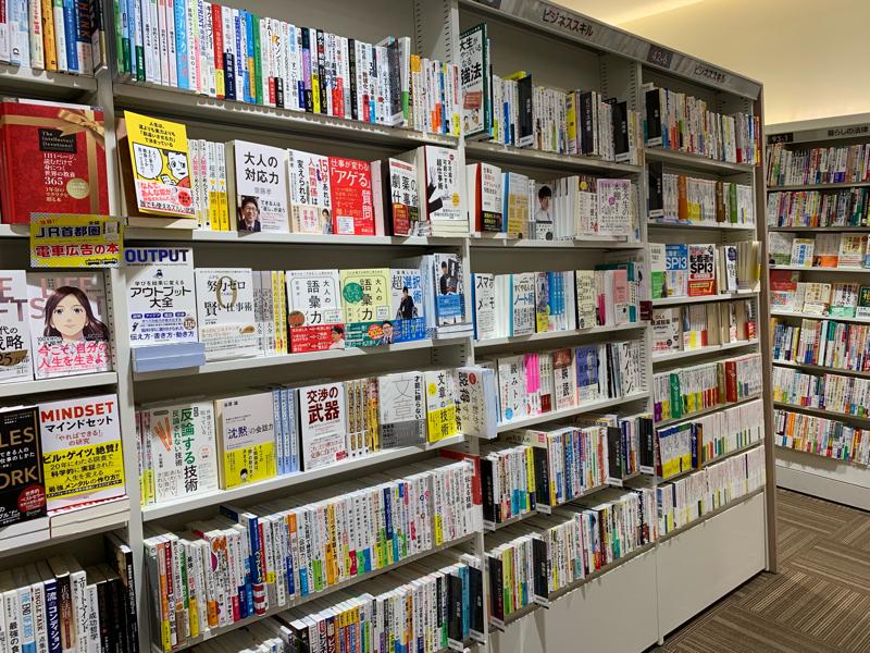 2019年の占いと書棚の並び順に悩む話