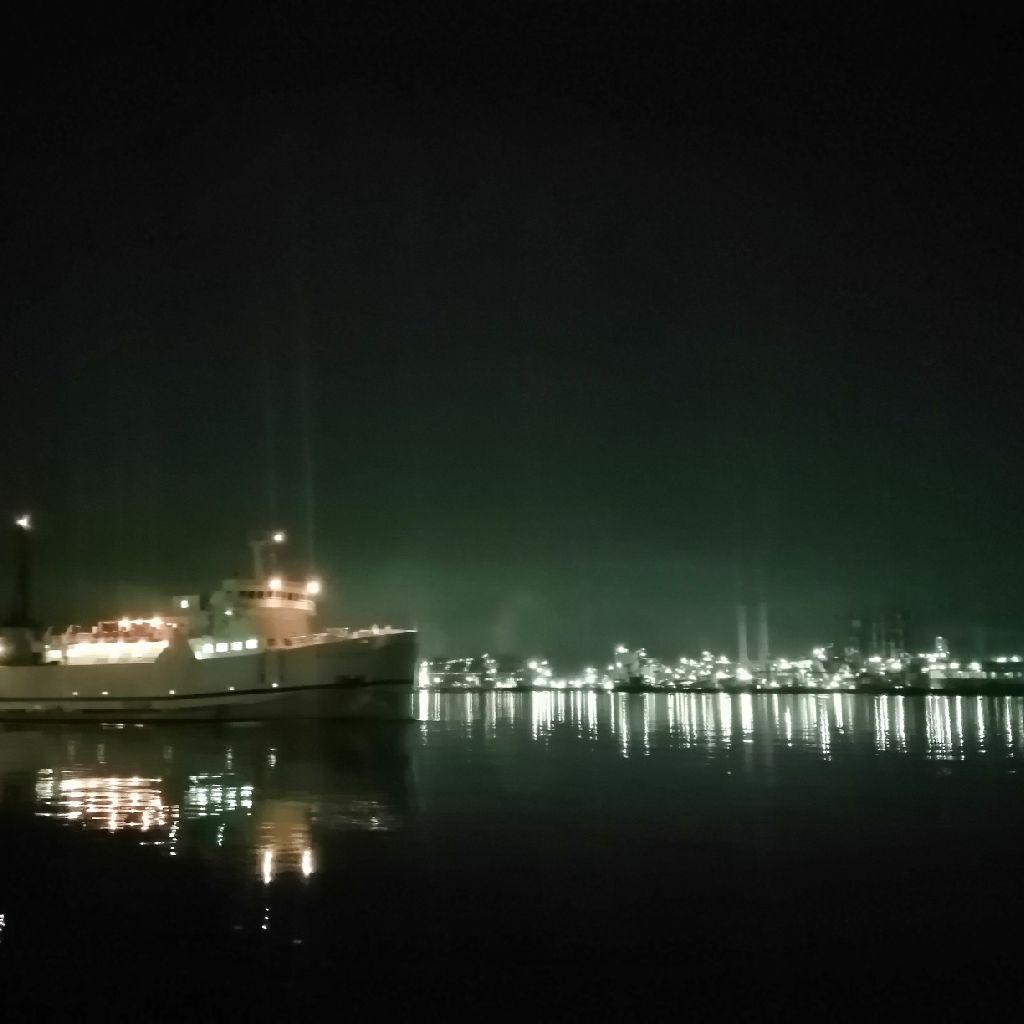 工場夜景を見つつ海を感じに……。