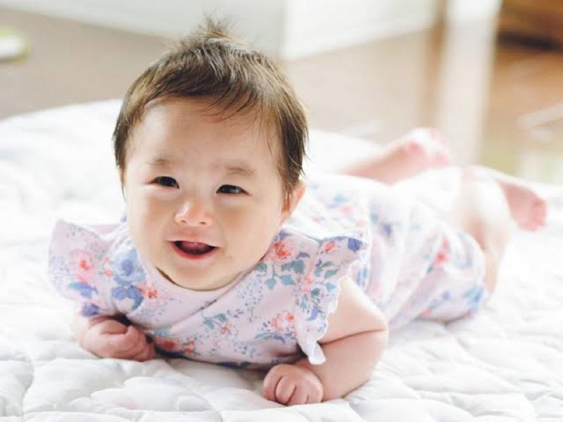 赤ちゃんは作り笑いを見抜く